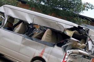 Xe khách va chạm xe tải, 3 người thương vong ở Bắc Giang