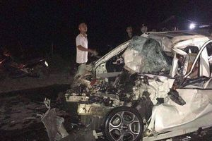 Va chạm với xe tải, tài xế ô tô 4 chỗ tử vong tại ghế lái