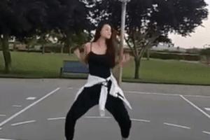 Phạm Hương nhảy sexy, khoe thân hình thon gọn sau tin sinh con