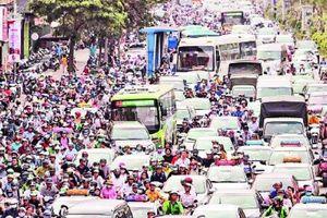 Đường phố Hà Nội tắc nghẽn, bến xe đông nghịt khách dịp nghỉ lễ