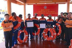 Khẩn cấp vượt sóng cứu bảy ngư dân Đà Nẵng gặn nạn trên biển