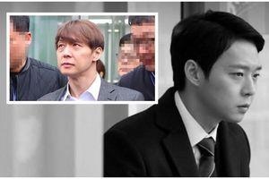 Park Yoochun bị trói và còng tay, áp giải vào nhà giam