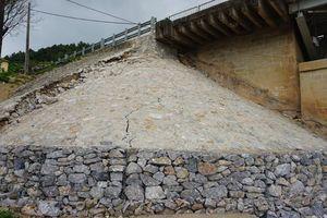 Chân cầu Hàm Rồng tiếp tục bị sụt lún sau sửa chữa