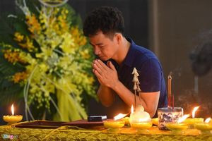 Nghệ sĩ Xuân Bắc nghẹn ngào trong lễ tang người mẫu Như Hương