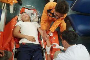 Vượt 300 hải lý cứu thuyền viên Quảng Ngãi bị tai nạn trên biển