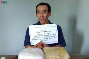Kon Tum: Bắt đối tượng mang 2kg ma túy đá từ Lào về Việt Nam