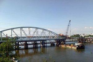 Cảnh công trường cầu đường sắt Bình Lợi mới chậm tiến độ