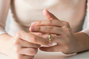 Lý do chính để phụ nữ không dám bước ra khỏi vũng bùn hôn nhân