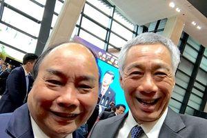 Thủ tướng Singapore đăng ảnh 'wefie' cùng Thủ tướng Nguyễn Xuân Phúc