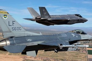 31 phi công Mỹ bày tỏ 'tình yêu' với F-35 Lightning II