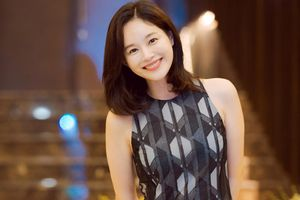 Lee Young Ah giản dị bất ngờ trong tiệc tối cùng dàn sao Việt
