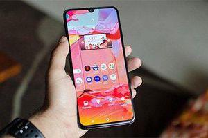 Samsung trình làng Galaxy A70 màn hình siêu lớn, giá 9,3 triệu đồng