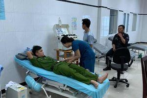 Chiến sĩ công an Đắk Lắk hiến máu kịp thời cứu bệnh nhân nguy kịch