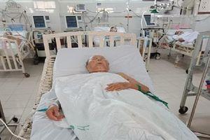 Uống nhầm thuốc phẩm nhuộm, cụ ông 84 tuổi thoát chết thần kỳ