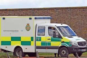 Sự thật choáng váng về chiếc xe cứu thương xuất hiện bên ngoài dinh thự mới của vợ chồng Meghan