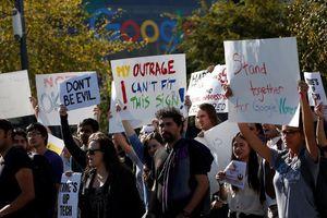 Nhân viên Google giận dữ đổ ra đường vì bị trả thù