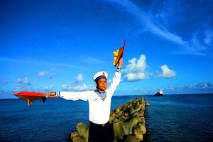 Loạt phóng sự ảnh 'Hiên ngang Trường Sa' - Kỳ 1: 'Những người giữ đảo'