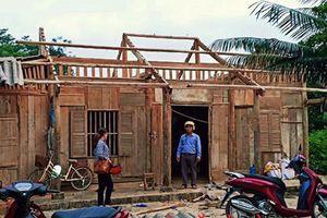 Lốc mạnh làm hư hại hàng trăm nhà dân ở Lào Cai