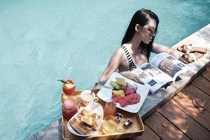 Giới trẻ Việt đua nhau khoe đồ ăn sáng ở bể bơi như 'con nhà người ta'