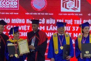 Ông chủ tập đoàn Mường Thanh nhận bằng Cử nhân ở tuổi 73, đại gia Dũng lò vôi nhận bằng Giáo sư danh dự