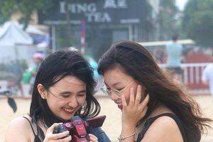 Ngắm hot girl khoe dáng chụp ảnh tại biển Sầm Sơn dịp nghỉ lễ 30/4 - 1/5