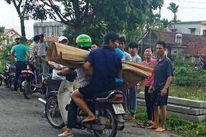 Nam Định: Mới biết đi xe đạp, cháu bé ngã xuống sông tử vong