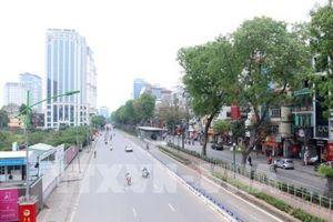 Nhiều tuyến phố Hà Nội vắng vẻ khác thường