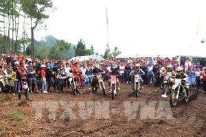 Bắt đầu giải 'đua xe mô tô, ô tô địa hình' trên Cao nguyên đá