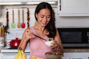 Ăn gạo lứt thay cơm: Không gầy mà còn tăng cân