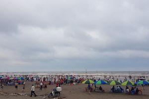 Thái Bình: Nghỉ lễ bị sóng cuốn ở KDL biển Cồn Vành, mỏi mắt tìm cứu hộ
