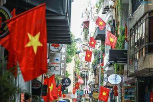 Cờ đỏ sao vàng, biểu ngữ rợp trời Hà Nội mừng các ngày Lễ lịch sử của đất nước