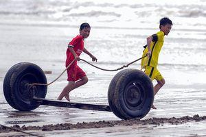 Bình yên làng chài bên phố biển Sầm Sơn ngày nghỉ lễ