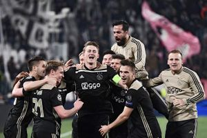 Cả đội hình Ajax có giá trị chỉ bằng Paul Pogba
