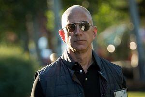 Văn phòng của tỷ phú Jeff Bezos lắp cả kính chống đạn