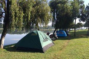 Đà Lạt: Khách sạn kín phòng, du khách phải ngủ bên bờ hồ Xuân Hương