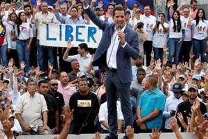 Nóng: Guaido kêu gọi đảo chính, Bộ trưởng Quốc phòng Venezuela nói gì?