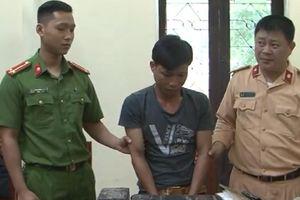 Lạng Sơn: Bắt đối tượng vận chuyển 26 bánh heroin bằng xe khách