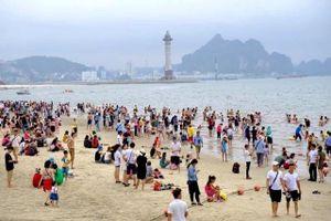 Quảng Ninh đón gần 600 nghìn lượt du khách dịp nghỉ lễ 30-4 và 1-5