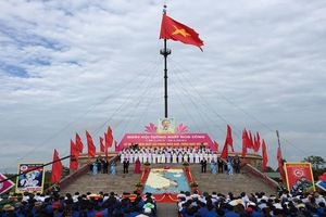 Thiêng liêng Lễ Thượng cờ mừng ngày thống nhất non sông bên đôi bờ Hiền Lương