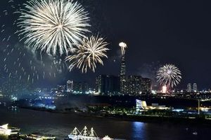 TP. Hồ Chí Minh bắn pháo hoa mừng ngày thống nhất non sông