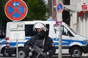 Ô tô lao thẳng vào trung tâm mua sắm Hamburg, ít nhất 9 người bị thương
