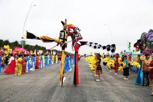 Tưng bừng màn diễu hành Carnaval dịp nghỉ lễ 30.4, 1.5 tại bờ biển Bãi Cháy