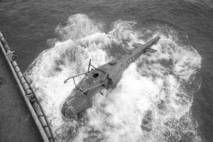 Tại sao tàu Mỹ ném máy bay xuống biển năm 1975?