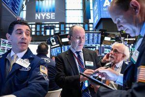 S&P 500 lập đỉnh mới nhờ dữ liệu kinh tế khả quan