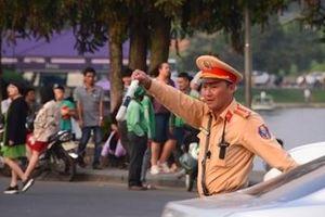 Công an Đà Lạt căng mình điều tiết giao thông ngày lễ