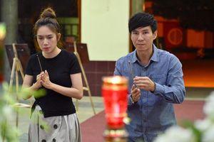 Vợ chồng Lý Hải viếng nghệ sĩ Lê Bình lúc đêm muộn