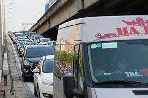Người dân ồ ạt kéo về thủ đô sau nghỉ lễ kéo dài 5 ngày