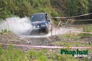Đã mắt xem đua ô tô vượt cao nguyên đá Đồng Văn