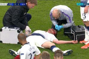 Cận cảnh chấn thương kinh dị của sao Tottenham trước Ajax
