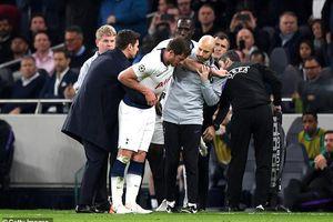 Ảnh Jan Vertonghen chấn thương đầu rợn người ở trận Tottenham thua Ajax